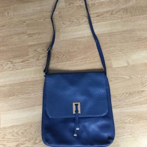 modra kabelka